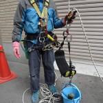 ご使用のモバイルフォールアレスター(墜落阻止器具)は、救助の際の二人使用を禁じた製品です。アサップのような、二人使用が可能なモノに交換されると完璧です。