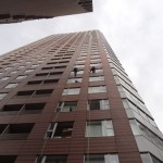 ロープアクセスによる超高層の窓ふき