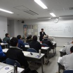 安全な作業手順を説く山本先生の講話
