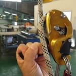 ハンドルを強く引いても、リグにはパニック防止機能がないのでロープの流れは止まらない。