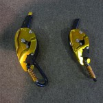 リグとアイディの大きさの比較です。小さいほうがリグ。リグにはパニック防止機能やフェールセーフ装置がありません。