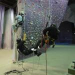 下降器具によて、ロープのセットは逆になり、それぞれ登・下降に違いが生じます。それを知るのも大切なリスクアセスメントです。