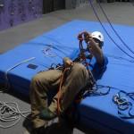 ロープがほどけて、ひっくり返った人