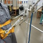 胴ベルト型安全帯と組み合わせて使用するバックサイドベルト:ロープ昇降は腕力頼り